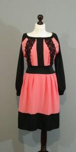 Черно-розовое шелковое платье кружевами