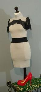 Бежевое обтягивающее платье