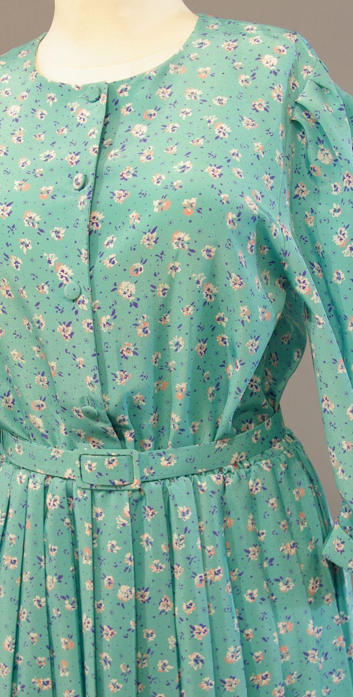 Зеленые платья в цветочек