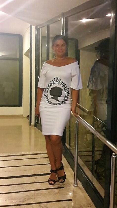 Белое платье камея